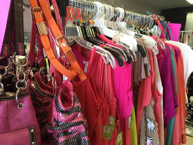 色気のある女性のファッションを確認
